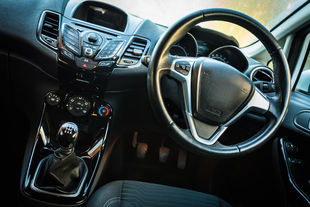 Autoinnenraum und Armaturenbrett