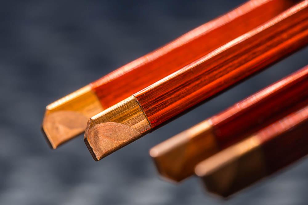Kupfer-Haarnadeln des Elektromotors mit Emaille, die durch einen CO2-Laser entfernt wurden